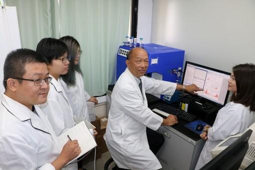《「類風濕性關節炎」診斷發現新穎的血清檢測法》 本校免疫醫學研發中心主任蔡嘉哲教授團隊榮獲第16屆國家新創獎