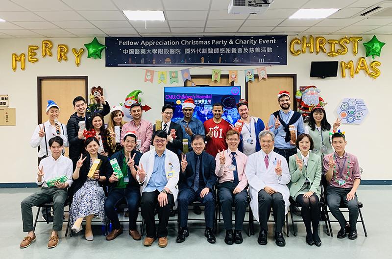 中國附醫與來自11個國家的代訓醫師 | 拜訪中國醫大兒童醫院病童 溫馨慶聖誕