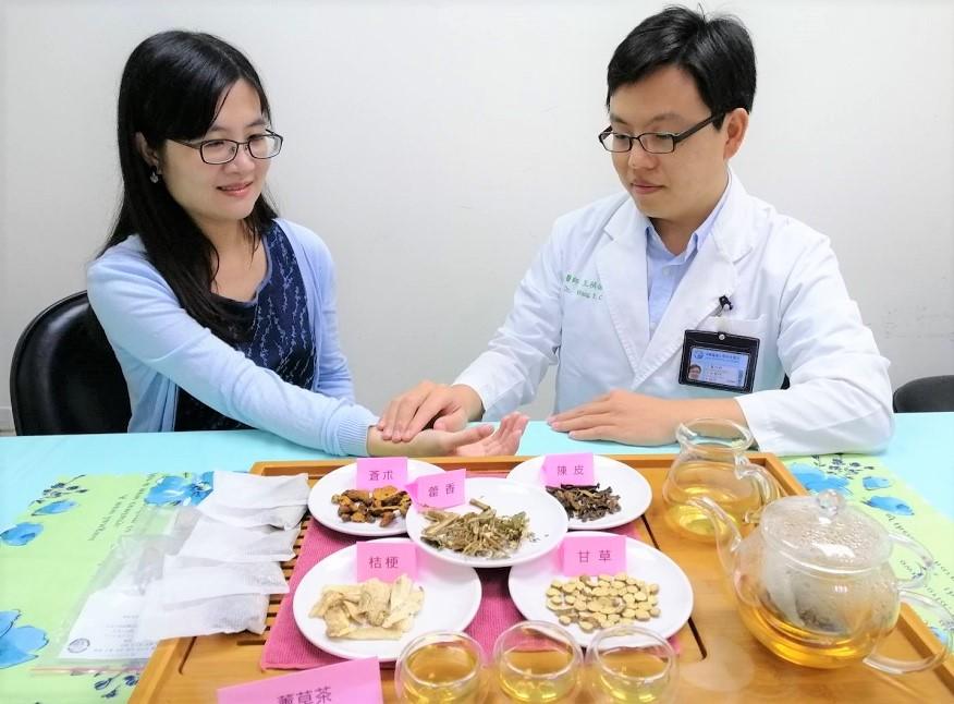 中醫部 王禎佑醫師|梅雨濕邪易感冒 中藥「薰草茶飲」改善身體多餘的濕氣