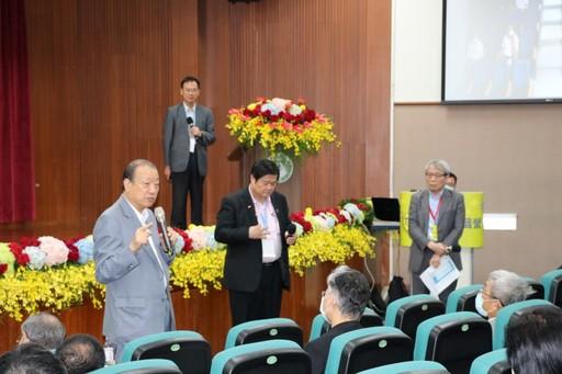 蔡長海董事長在共識營提出產學研合作的策略目標。