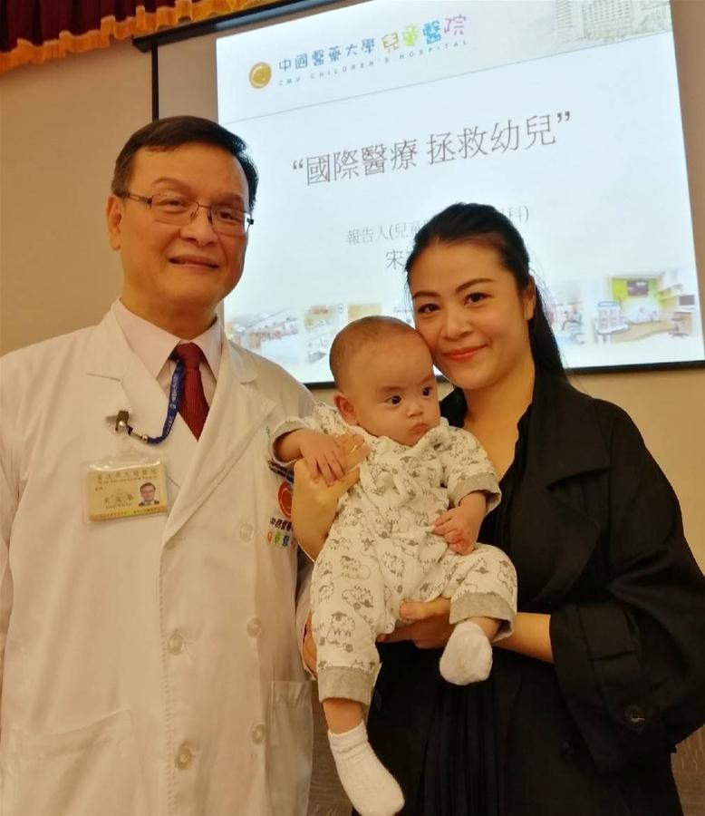 越南八個月大男嬰氣管嚴重狹窄瀕危 跨海治癒歡喜返家 | 兒童胸腔重症團隊以軟式氣管鏡治療 創傷小 安全簡便