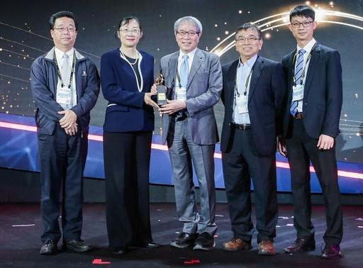 鄭隆賓院長帶領導的免疫細胞治療團隊榮獲2020未來科技突破獎殊榮。