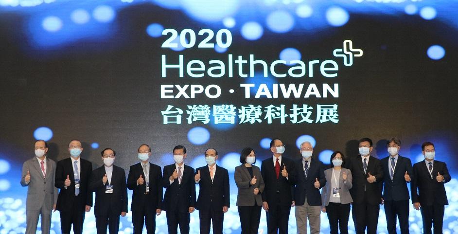 蔡英文總統蒞臨開幕式(左一:蔡長海董事長)