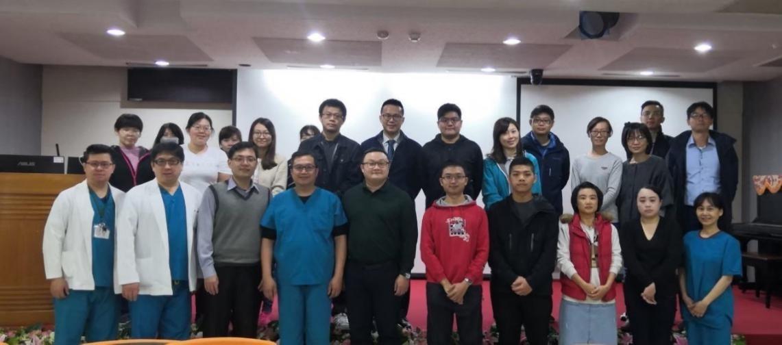 中醫傷科參與中華民國傷口醫學學會舉辦的傷口照護及包紮研習營,恭喜黃敬軒主任、黃維德醫師獲頒研習證書