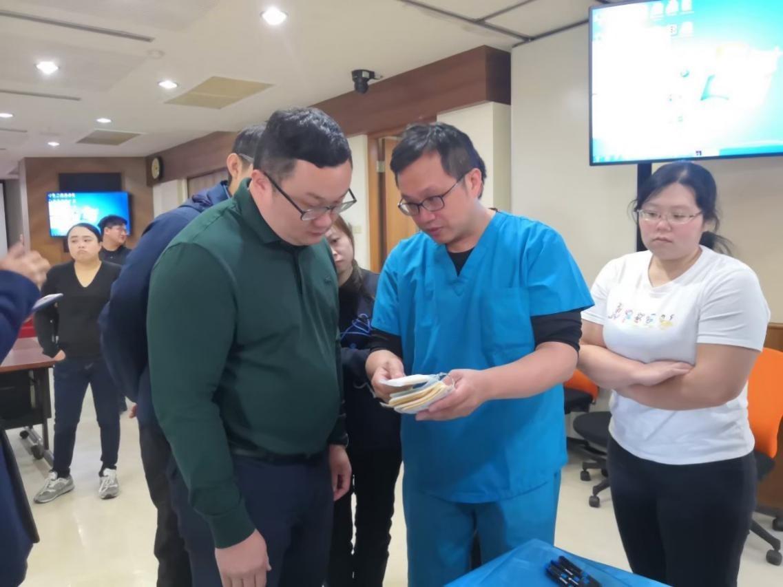 中醫傷科參與中華民國傷口醫學學會舉辦的傷口照護及包紮研習營,恭喜黃敬軒主任、黃維德醫師獲頒研習證書3