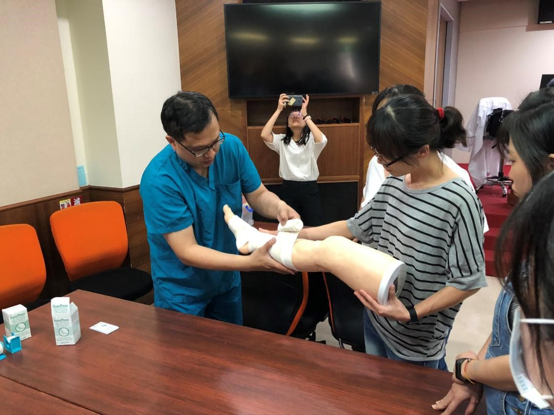 中醫傷科參與中華民國傷口醫學學會舉辦的下肢潰瘍性傷口治療與處置暨包紮訓練1
