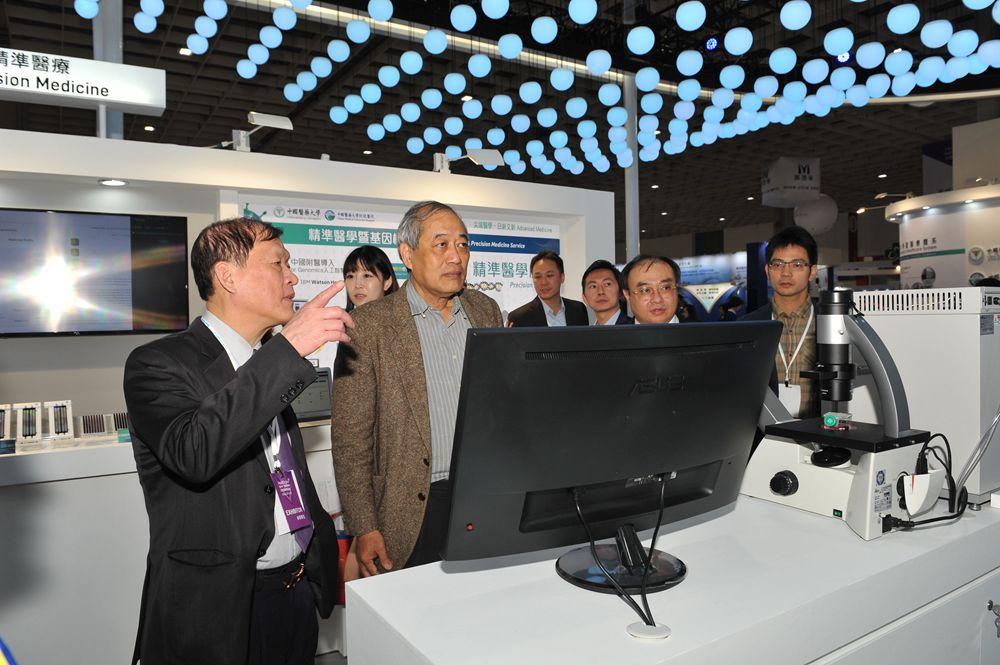 中國醫藥大學附設醫院 | 2018台灣醫療科技展 | 多位國內外貴賓優先至本院展館參觀