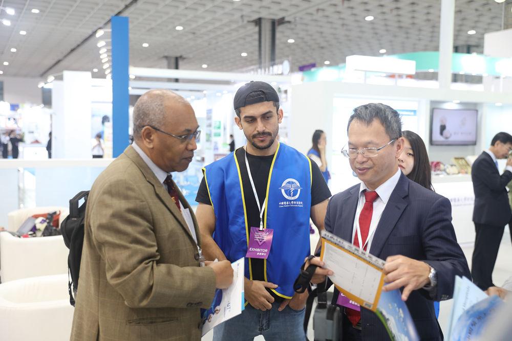 中國醫藥大學附設醫院 | 2018台灣醫療科技展 | 全球貴賓參訪交流絡繹不絕