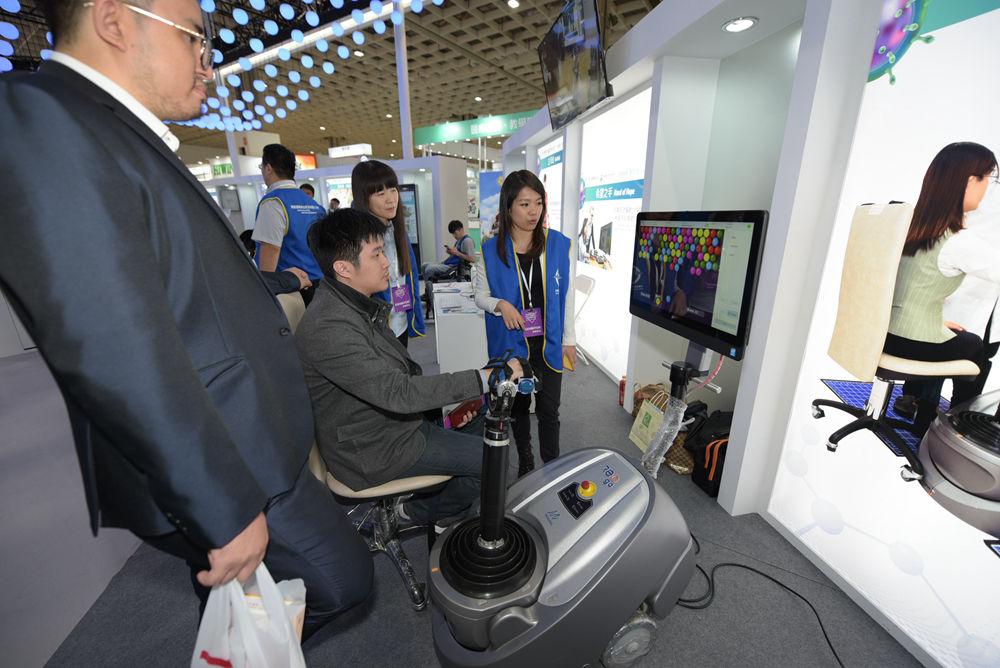 中國醫藥大學附設醫院 | 2018台灣醫療科技展 | 貴賓體驗新鮮感十足