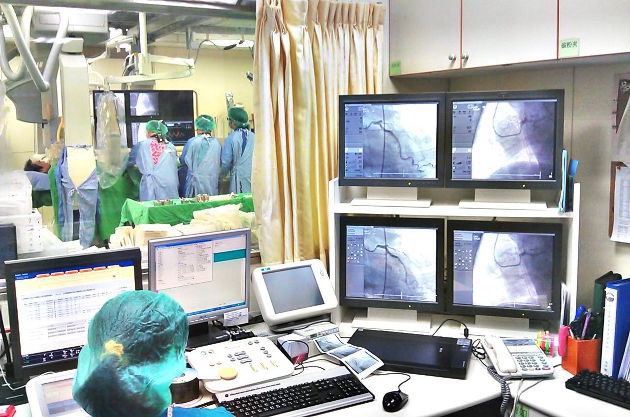 本院胸痛中心有心導管團隊24小時待命,可緊急處理胸痛病患。