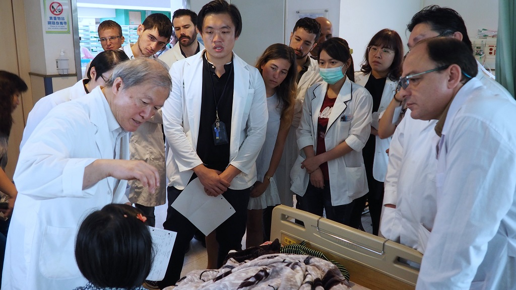 Prof. Chen visiting an overseas patient with trainees