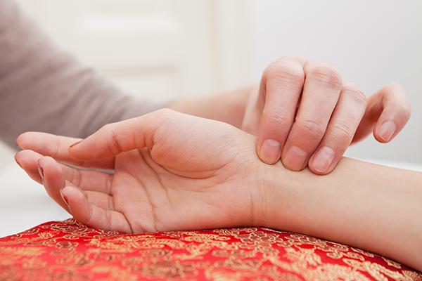 對抗乳癌不孤單 中醫輔助減緩療程不適、避免副作用