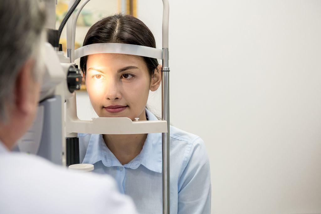 眼窩長腫瘤 切除減壓新手術