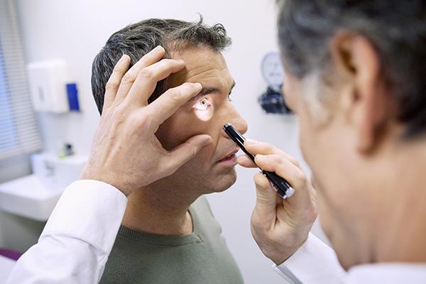 眼中風 視網膜血管阻塞釀禍