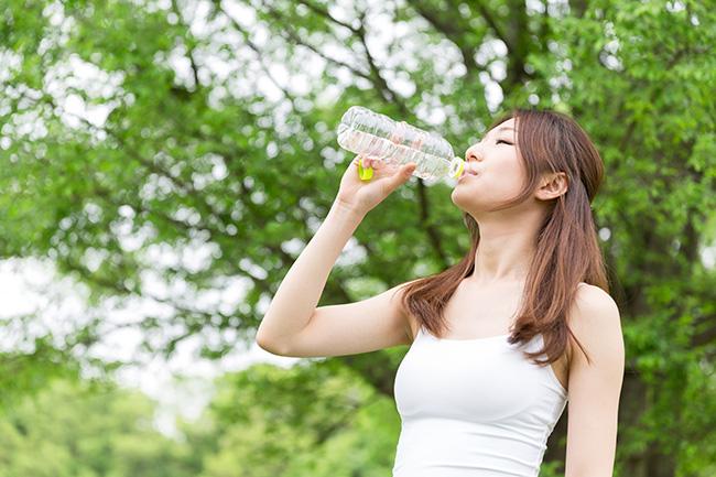 天氣炎熱流汗較多時及發燒、腹瀉、運動後水記得份要多攝取。