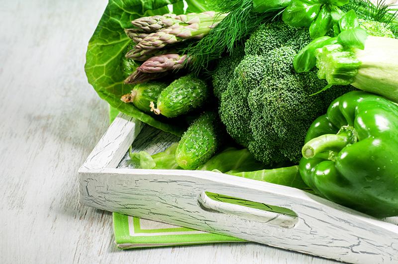 多補充可以止血、造血的維生素B、C 的深綠色蔬菜