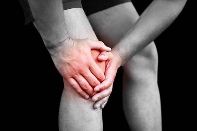 運動後的膝關節腫脹,可能暗藏十字韌帶斷裂的危機,需仔細檢查。