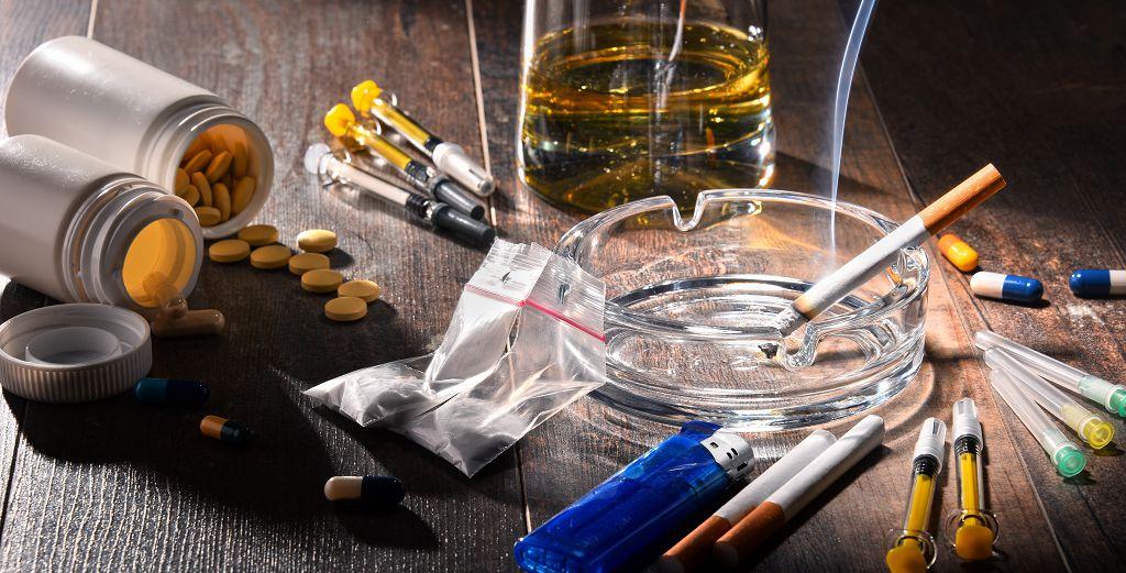 癮字頭上多把刀 談香菸檳榔與毒品