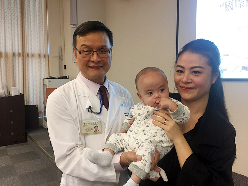 8-month-old Vietnamese Baby Boy Suffering from Critical Conditions in Severe Tracheal Stenosis Received Overseas Treatment and Returned Home Happily Children's Pulmonary and Critical Care Team treated him withfflexible bronchoscope and left only a small wound. Simple and Convenient